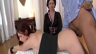 Мужчина устроил красивый секс с двумя брюнетками